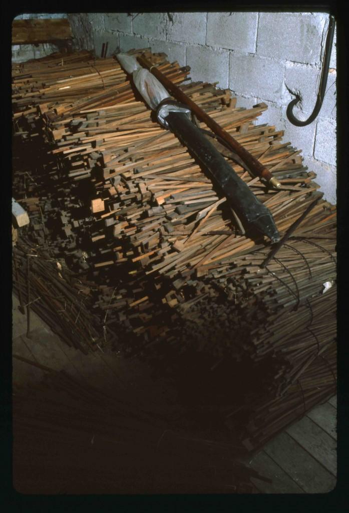 Baguettes d'archets dans l'atelier de Charles Bazin à Mirecourt en 1982 (Cliché B. Lesaing)