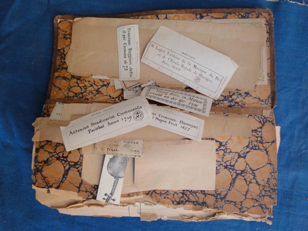 Carnet d'étiquettes de luthiers (atelier Granier, archives P. Claudot), cliché HCH
