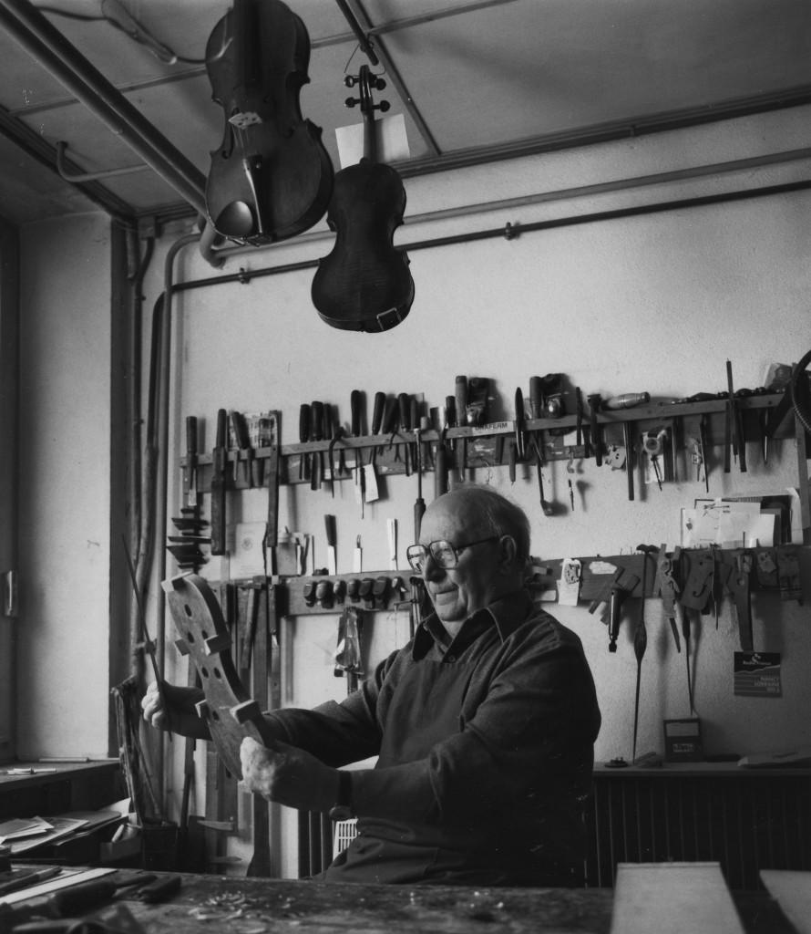 Le luthier René Morizot (Mirecourt, cliché J. D. Braconnier)