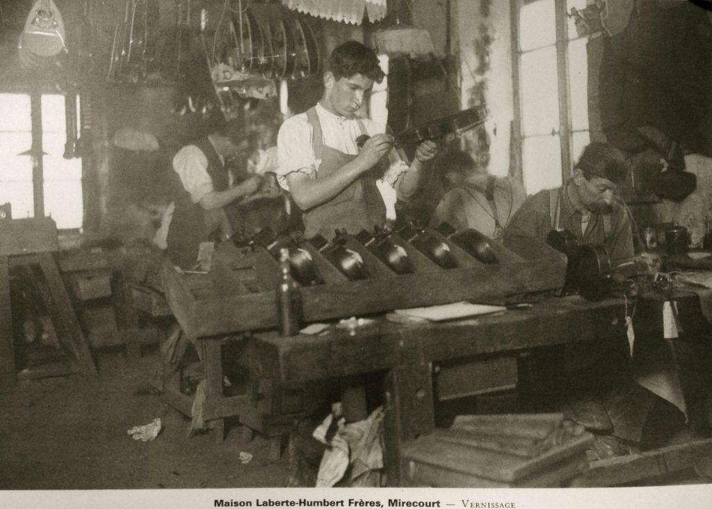 Atelier de vernissage, maison Laberte-Humbert Frères (carte postale)