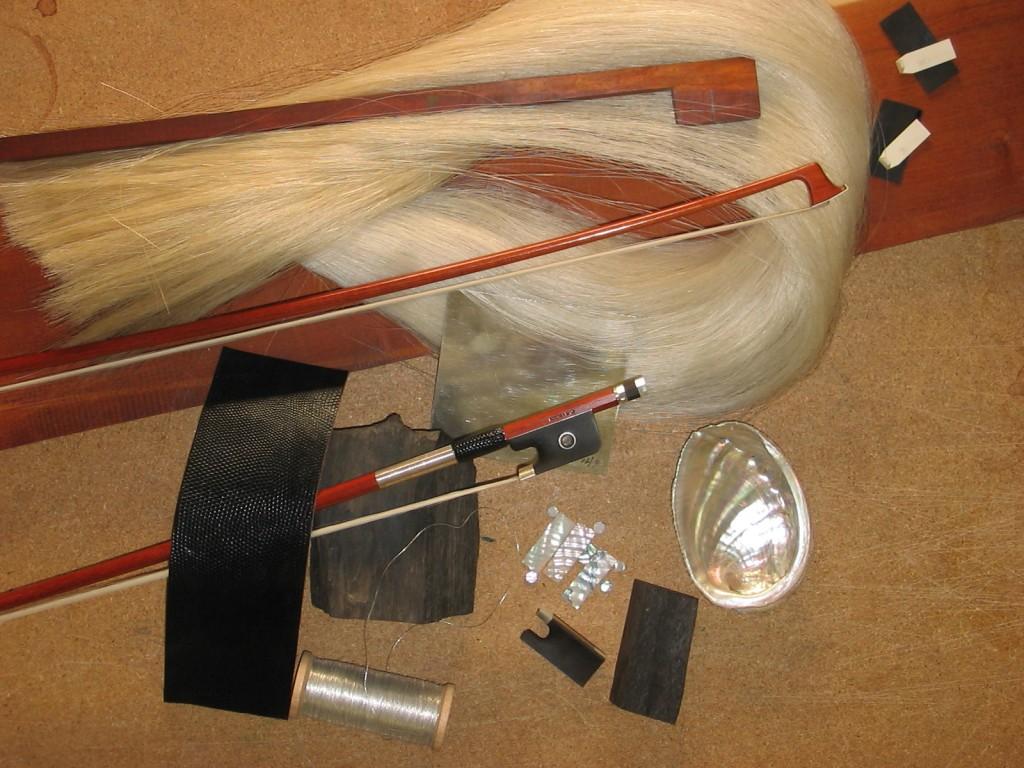 Matériaux pour fabriquer un archet (atelier de Cathy Baroin, Mirecourt)