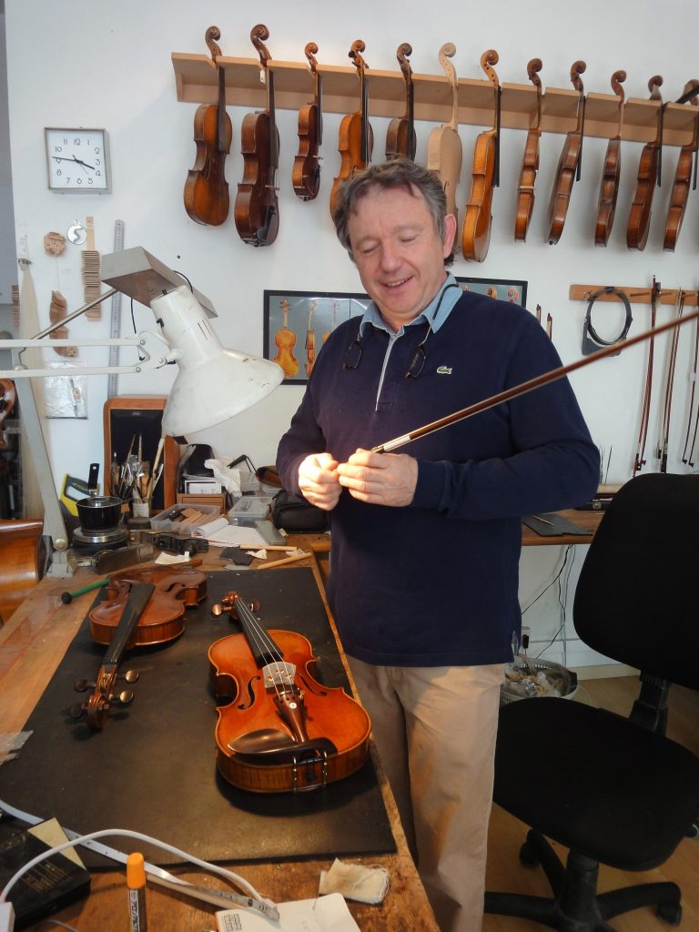 Le luthier Pierre Barthel, Paris, juin 2016 (photo HCH)